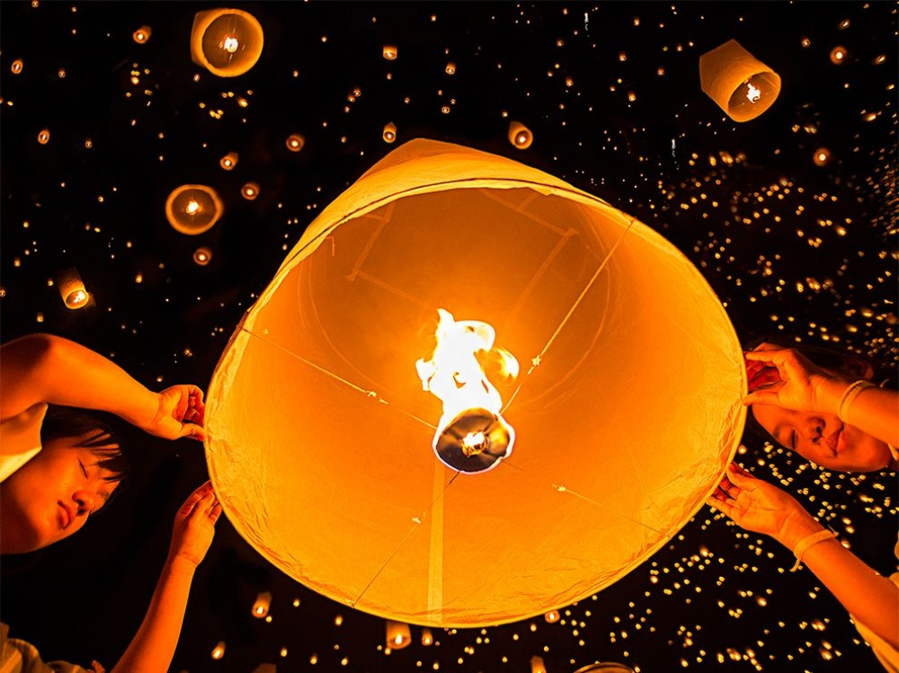 The 100 best photographs ever taken without photoshop - Sky lantern festival in Chiang Mai, Thailand