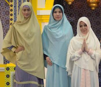 Koleksi Busana Muslim Rancangan Artis Risty Tagor