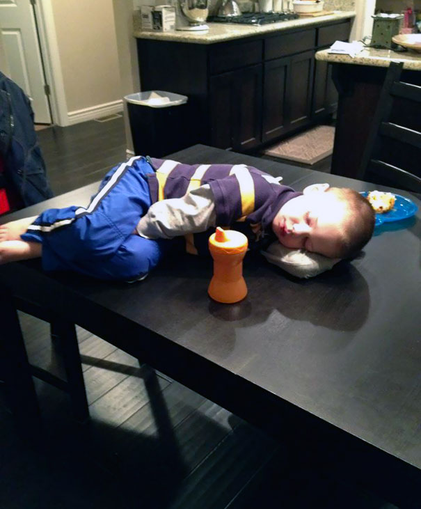 15+ Hilarious Pics That Prove Kids Can Sleep Anywhere - Napping On A Table
