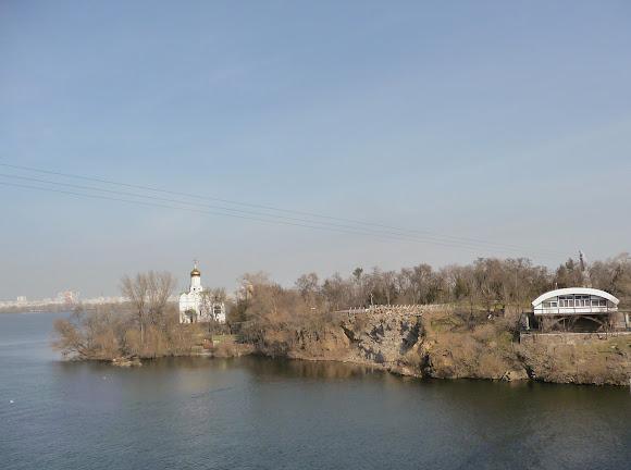 Дніпро. Монастирський острів