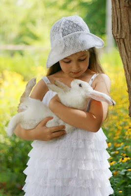 Cute-babygirl-playing-With-Rabbit
