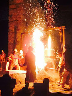 Fire_at_the_Furnace_iron_pour_2014