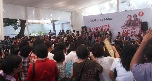 Ahok Omeli Relawan gara-gara Pendukungnya Tak Bisa Antre