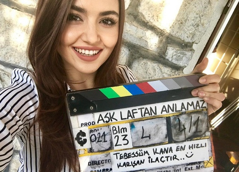 Hande Ercel Cute Selfies on Instagram