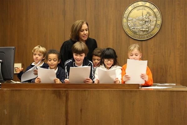 juge usa judge begins trial