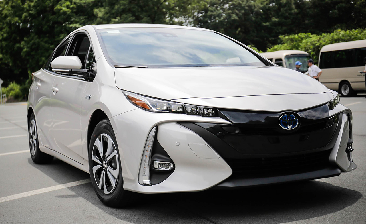 Hybrid Cars 2017 Uk 2017 Toyota Prius One Eco Plug In Hybrid Cars Toyota Review