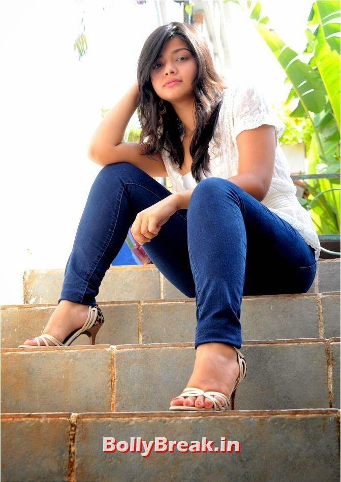 Kanchi Singh, Indian TV Actress Kanchi Singh hot Photos in Jeans