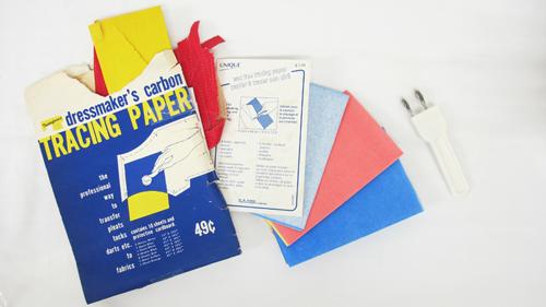 papier et roulette à tracer
