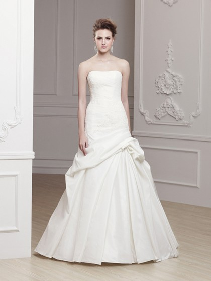 http://www.dressfashion.co.uk/product/fashion-strapless-floor-length-appliques-lace-white-taffeta-wedding-dress-00016728-4500.html?utm_source=minipost&utm_medium=1214&utm_campaign=blog