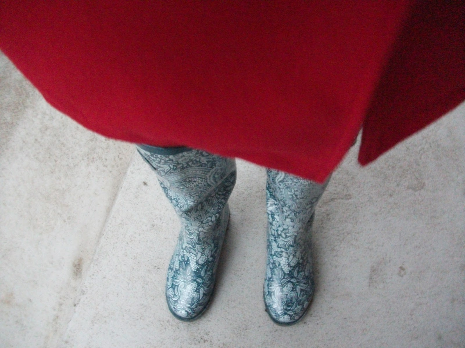 d1cb969a92 Najlepšie budú vyzerať s červeným kabátom - napr. týmto -D