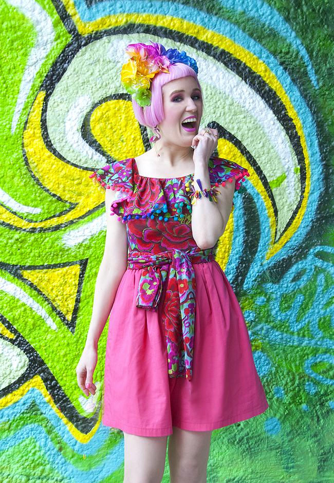 pompom bodysuit, rainbow look, street style blogger