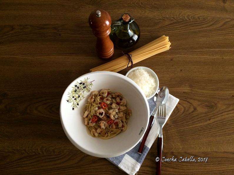 espaguetis-gambas-mesa