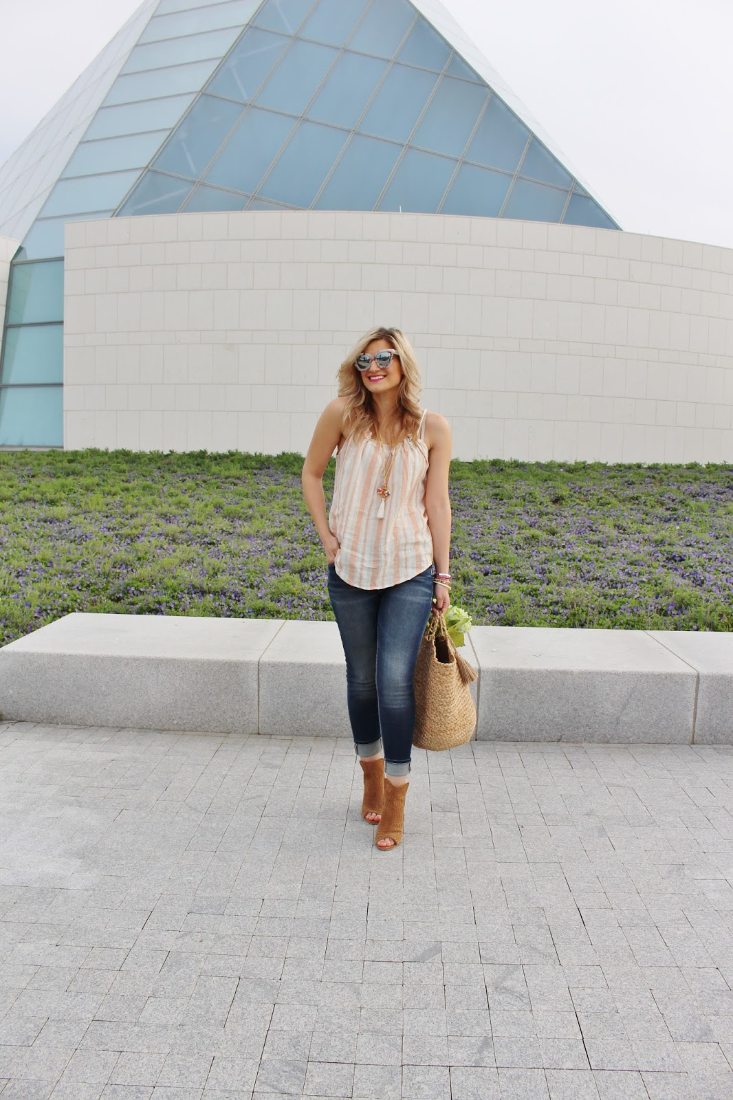 Bijuleni - Casual everyday look. Silver Jeans Macy skinny ankle jeans with coral top and suede beige shooties