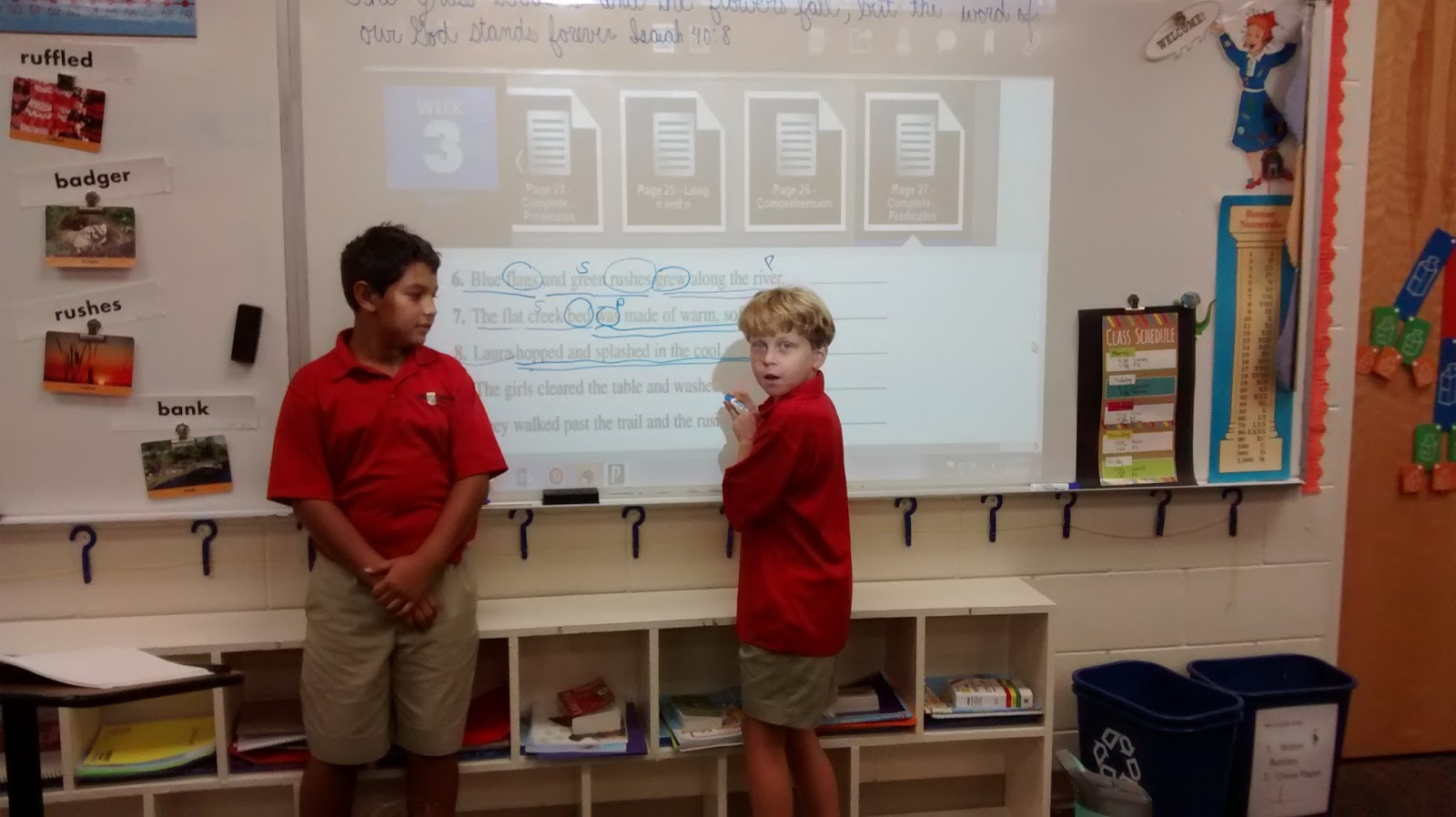 Mrsnders 4th Grade Class Using Smart Board Going Over A Reading Test