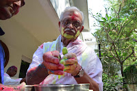 Gulzaar Celeting Holi at his Home 13 03 2017 001.JPG