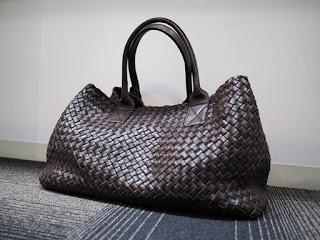 ボッテガヴェネタ イントレチャート ナッパ ミディアム カバ 115664 V9131 2040 エスプレッソカラーのバッグをお買い取り致しました