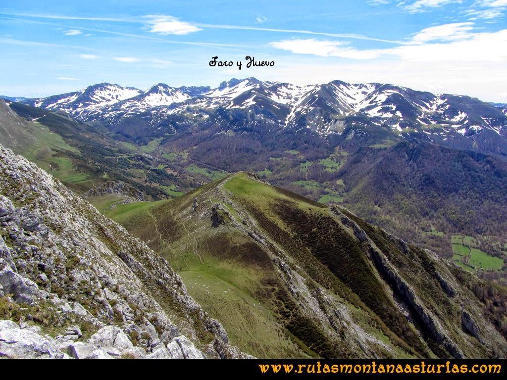 Ruta Peña Redonda: Vista del pico Faro y Huevo
