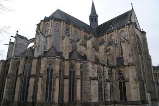 Man sieht die Seite des Gothischen Altenberger Doms