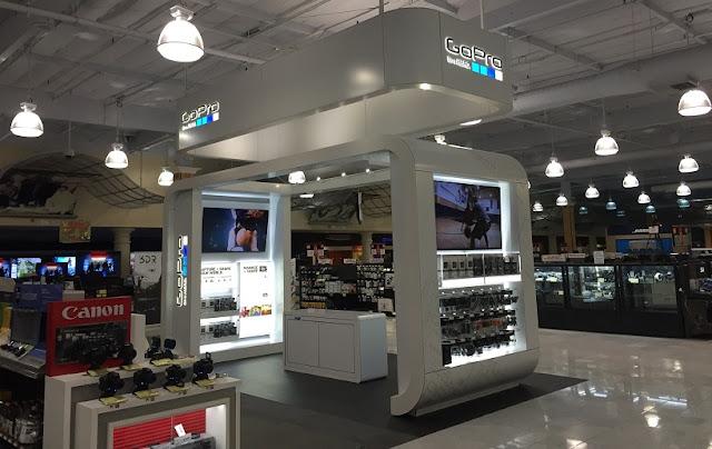 Fry's Eletronic's para a compra de câmera GoPro na Califórnia