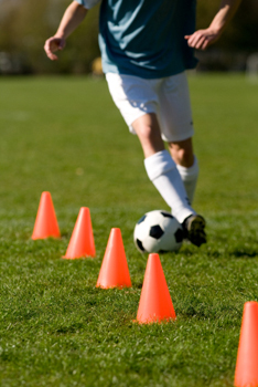 SOCCER SKILLS AND TRAINING: How to Dribble in Soccer