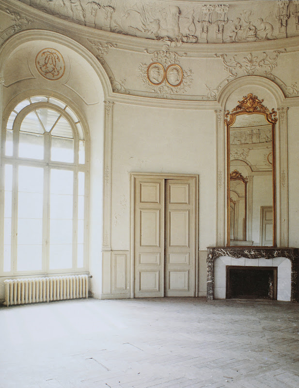 Room With Nothing In It: S-TIA (ΕΣΤΙΑ): Nothing Echoes Like An Empty Room