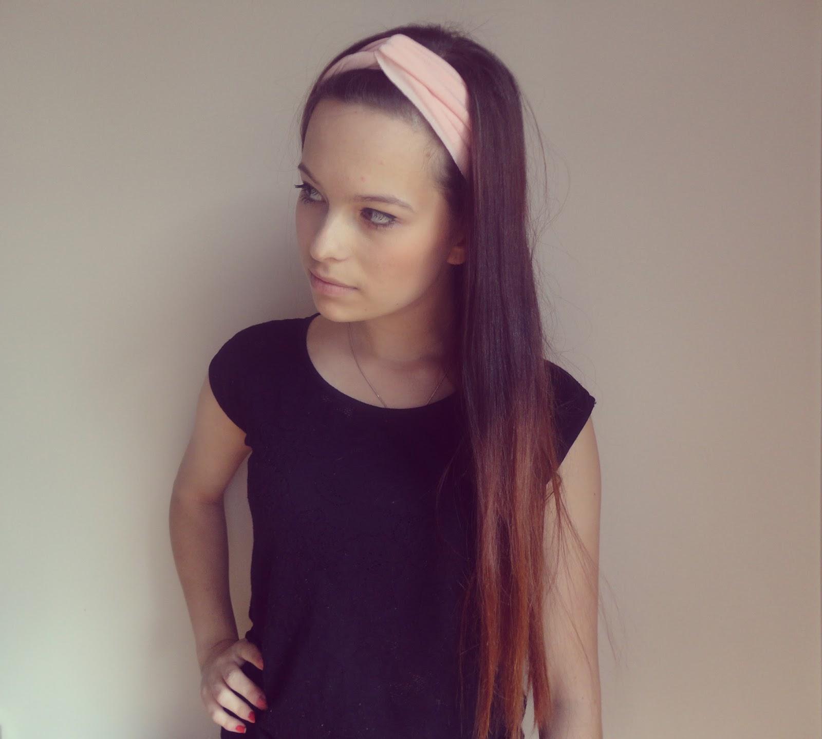 ☼ Pink headband.
