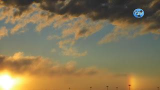 3 января 2016 Перигелий, космический день, когда земля находится ближе всего к Солнцу. Это событие космического масштаба названо в Солнечной системе Перигелий.   Солнце 2015 и 2016 Солнечный закат Солнечное Гало Солнечные радужные столбы солнечные столбы Наполненный красотой Радужный столб сиял на Урале. Россия. Двойное Солнечное Гало длилось от зенита до Заката Солнце 2015 и 2016 Солнечный закат Солнечное Гало Солнечные радужные столбы солнечные столбы