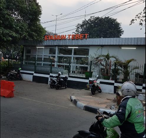 Cara pesan dan Naik Gojek - Grab di Stasiun Tebet yang Aman