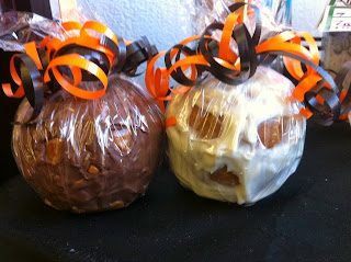 Make fun Skull Chocolate Covered caramel apples this Halloween.  Use a regular apple, some easy caramel wraps, and melted white chocolate to make a fun, sweet treat.