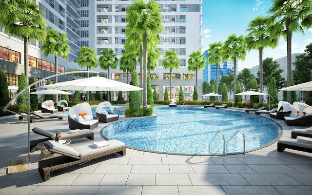 Bể bơi ngoài trời với không gian xanh mát