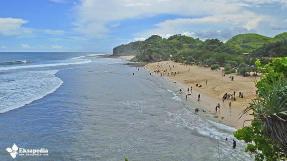 Pantai Watu Kodok Dari Atas Tebing