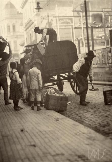 Carroça de coleta de lixo em 1910