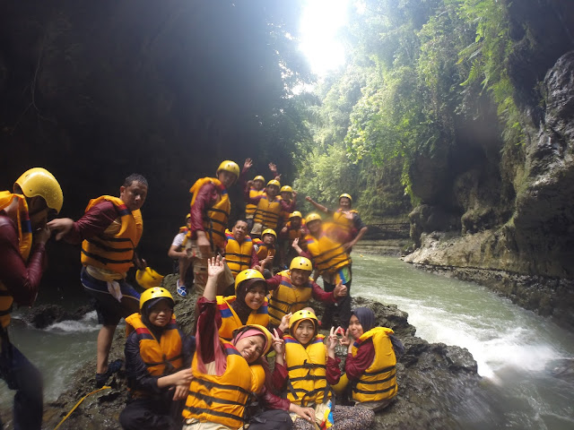 Paket Private Full Body Rafting Green Canyon 10 Km Mualai Peserta 2 Orang