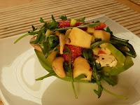 Salata cu rucola si caju in cosulet de avocado
