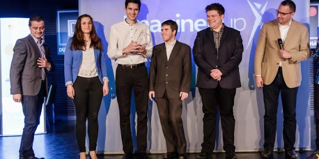 """""""A fiatal fejlesztők célja, hogy az összes ismert betegséget megjelenítsék a programban. Microsoft bővítésében a Debreceni Egyetem orvosai vesznek részt, akik hamarosan kezükbe vehetik az első verziót, amibe eseteket tudnak felvinni. Ezt követi majd egy tesztidőszak, amikor debreceni orvostanhallgatók és orvosok próbálhatják majd ki a MEDcases nevű alkalmazást"""""""