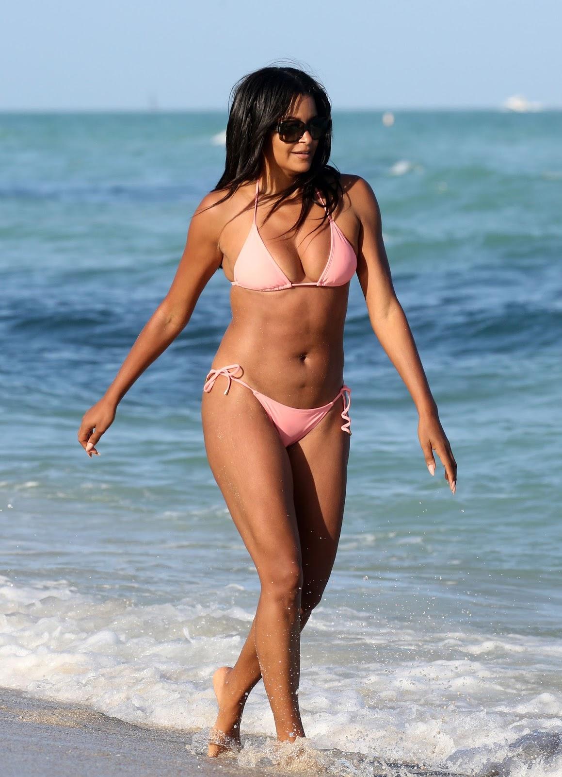 Claudia Jordan in a Bikini on the Beach in Miami - BootymotionTV