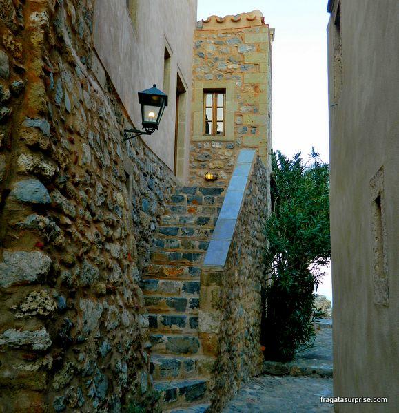 Rua medieval da vila de Monemvasia, Grécia