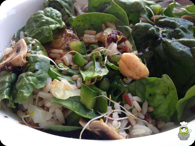 ensalada de espinacas anacardos arroz y germinados