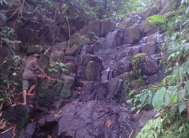 """Curug Watubahan, """"Hidden treasure"""" ditengah hutan Doro"""