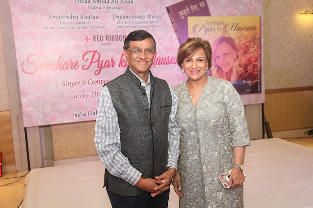 Mr. Dnyaneshway Mulay (Ministry of External Affair and Overseas Indian Affair) with Singer Gita Setia.