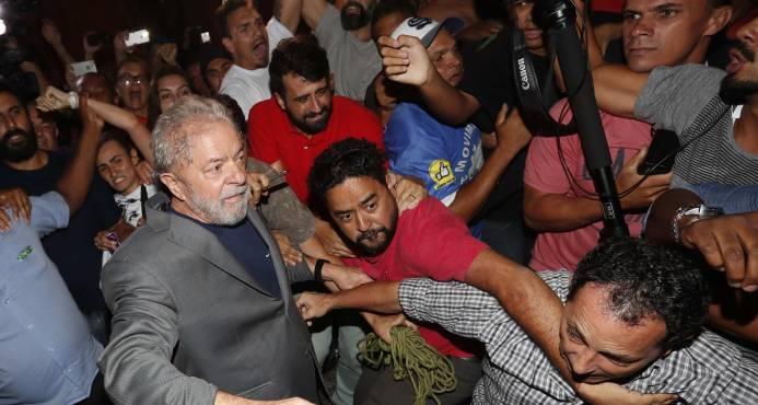"""""""Arroja esa basura por la ventana"""": Fuerza Aérea lamenta transmisión de insultos a Lula"""