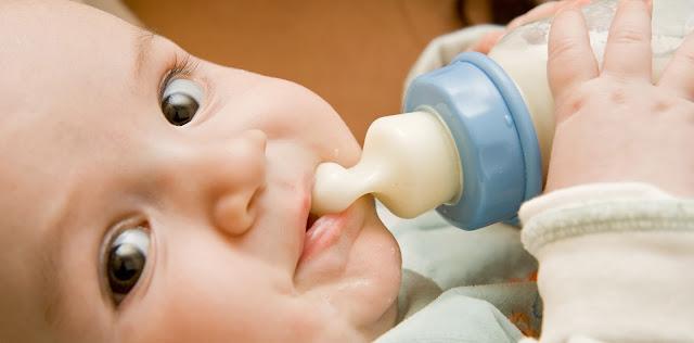 Begini Cara Botol Susu Sebabkan Karies Gigi pada si Buah Hati