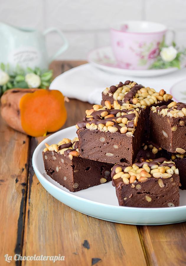 Receta brownie de boniato y chocolate con piñones sin gluten