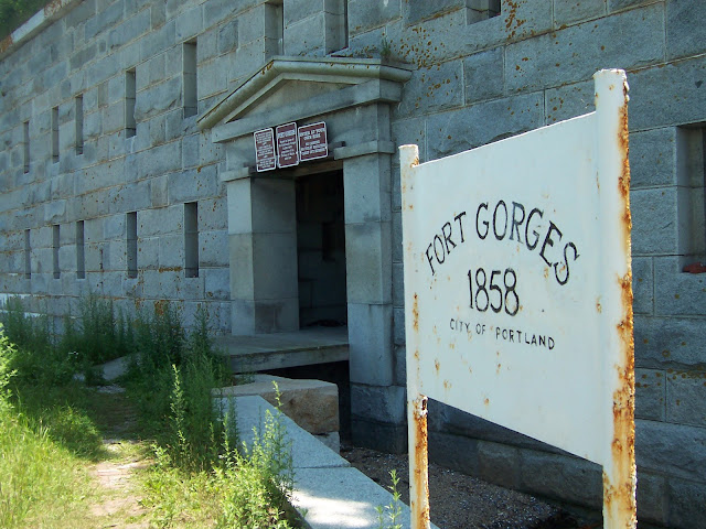 The entrance to Fort Gorges, near Portland, Maine in Casco Bay https://cwkayaker.blogspot.com/2017/03/where-should-i-paddle-planning-your.html