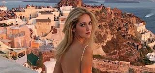 Στη Σαντορίνη η διάσημη μπλόγκερ Κιάρα Φεράνι