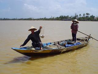 Hoi An Vietnamese fishermen with Vietnamese hat