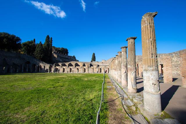 Foyer del teatro grande-Scavi di Pompei