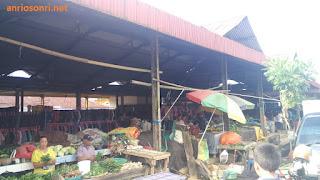 Pasar Beriman Tomohon