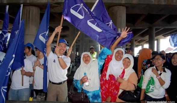 Pendedahan Berani Mati Tun Mahathir Tentang 13 'Taktik Kotor' Cubaan Najib Razak Untuk Menang PRU14