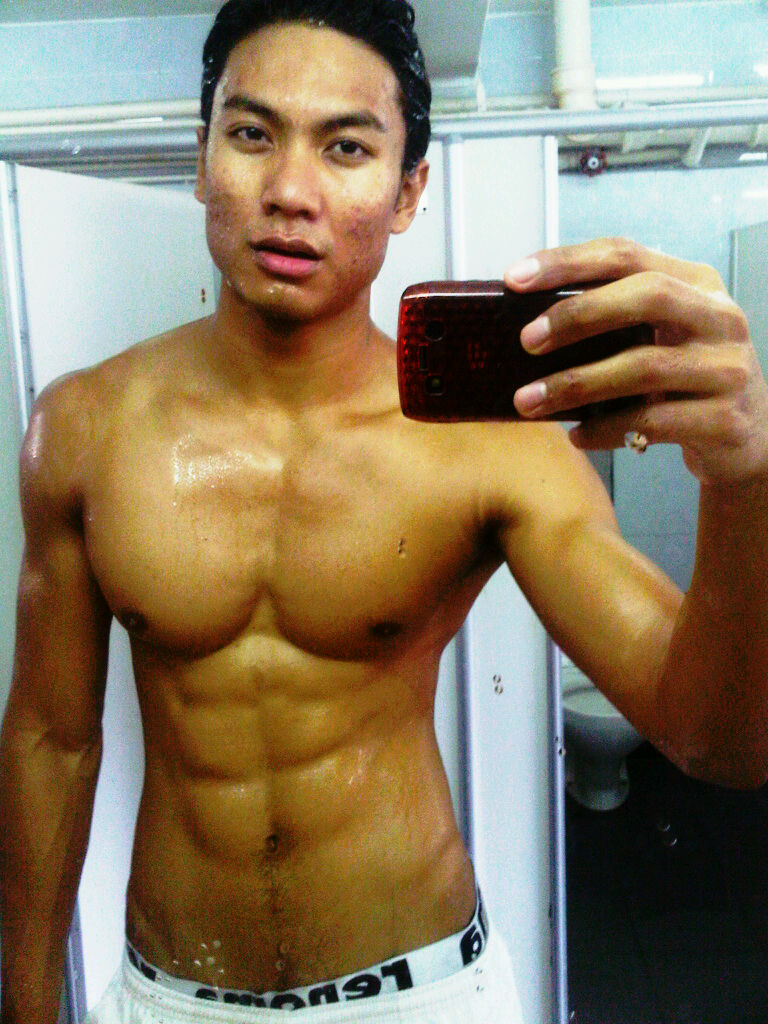 Welcome To The World Of Simon Lover!: Manhunt Singapore